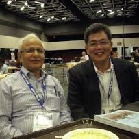 陳祕書長啟清(右)與巴基斯坦政治學者Badiul Alam Majumdar(左)合影