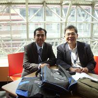陳祕書長啟清(右)與印度政治學者Pratip Chattopadhyay(右)合影
